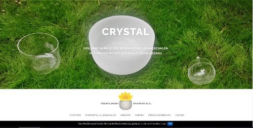 Heilsame Klänge der Bergkristall Klangschalen in Verbindung mit raumfüllendem Gesang